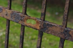 Pas un mètre de cette clôture n'est pas rouillé