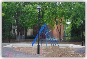Faudra-t-il le courage d'un autre maire, sensible aux questions écologiques, pour mettre le marteau piqueur dans ce béton et redonner au parc son espace vert?